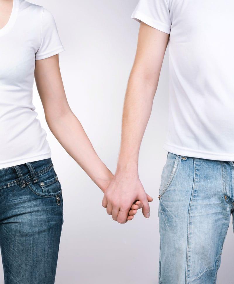 couple_hands