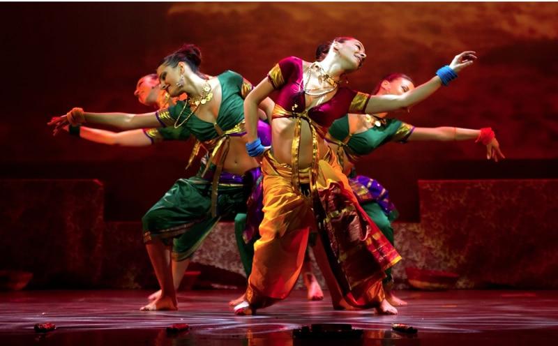 Χορεύοντας Bollywood-naturanrg