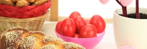 easter-table-tsoureki-easter-eggs