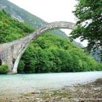 Κατέρρευσε το ιστορικό γεφύρι της Πλάκας