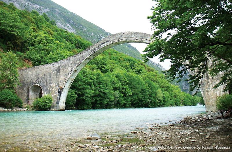 Κατέρρευσε το ιστορικό γεφύρι της Πλάκας-naturanrg