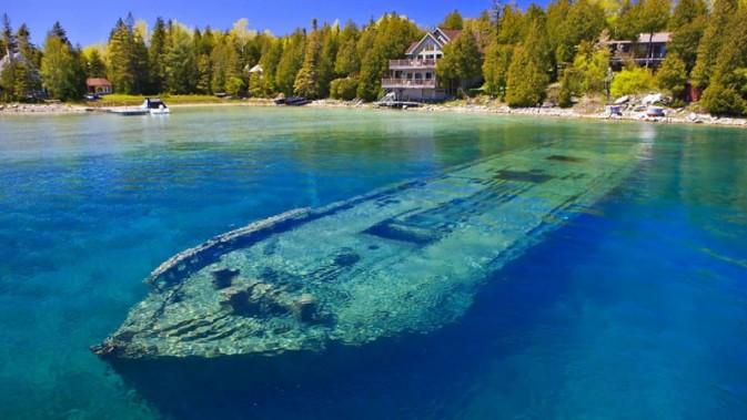 In&Out-lake-Ontario-Kanada