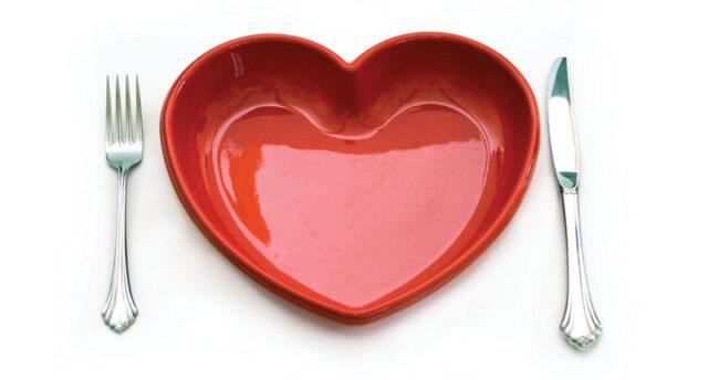 heart plate-Σιδηροπενική αναιμία: τι να τρώτε και τι να αποφεύγετε-naturanrg