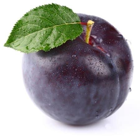 fresh_plum_with_leaf