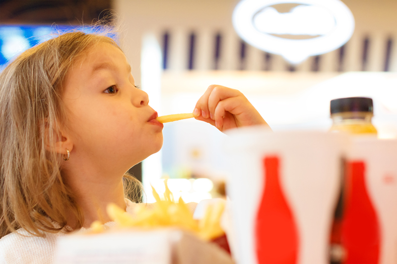 kid-eating-fast-food