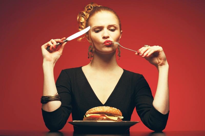 Προσπαθώ να χάσω βάρος, αλλά τρώω συχνά εκτός σπιτιού. Τι θα πρέπει να προσέξω;