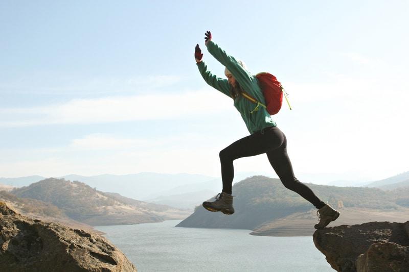 woman-risk-mountain-climbing