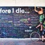 Πριν πεθάνω θέλω να… Οι τοίχοι μας καλούν να σκεφτούμε τα θέλω μας.