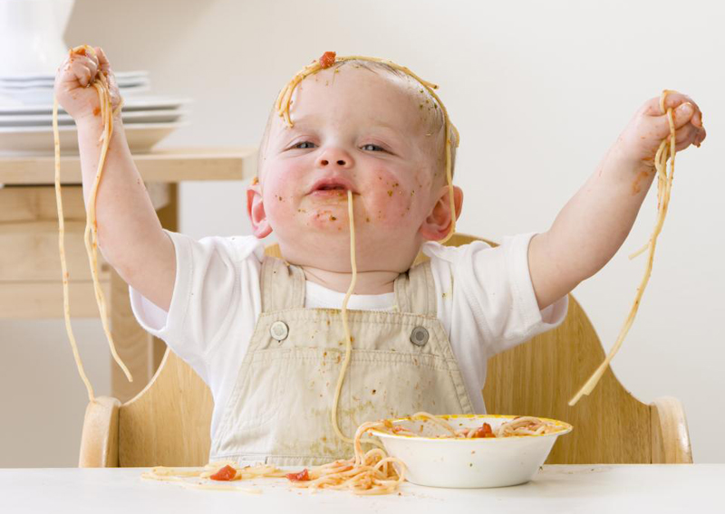 baby-eating-spaghetti