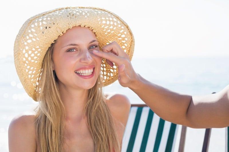 Ήλιος: o καλός, ο κακός και ο άσχημος-woman,summer,hat,sunscreen