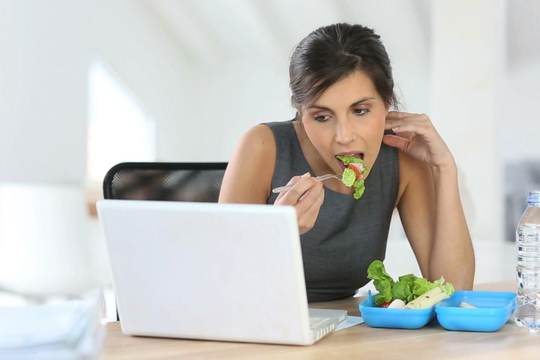 Δεν κάνετε διάλειμμα για φαγητό στο γραφείο; Κινδυνεύετε από θρόμβωση-naturanrg