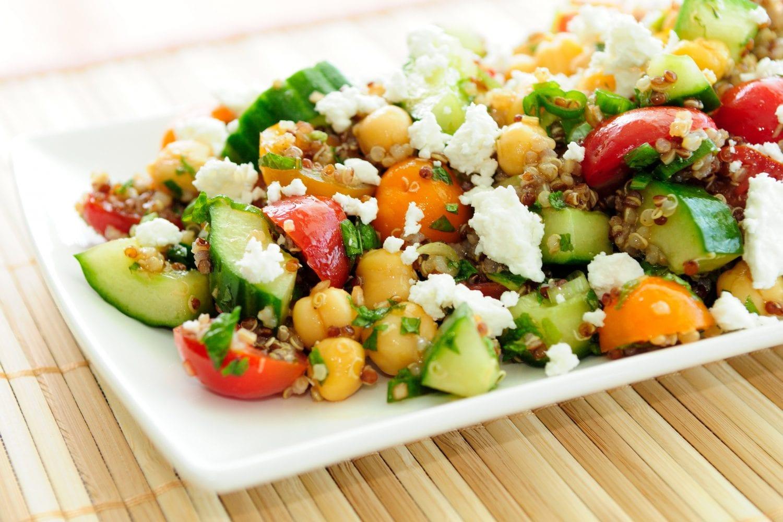 5 [τουλάχιστον] λόγοι για να τρώτε τη σαλάτα στην αρχή του γεύματος