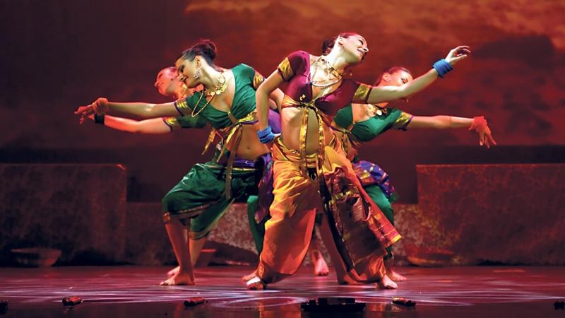 Χορεύοντας Bollywood