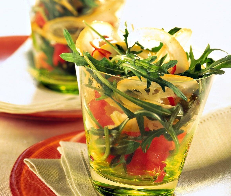 Σαλάτα με ντομάτα, λεμόνι, ρόκα και τζίντζερ