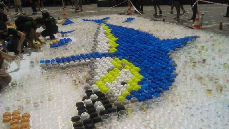 Μινωικό ψηφιδωτό με 10.000 πλαστικά ποτήρια στο Μοναστηράκι