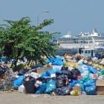 Εκρηκτικός συνδυασμός ο καύσωνας και τα σκουπίδια