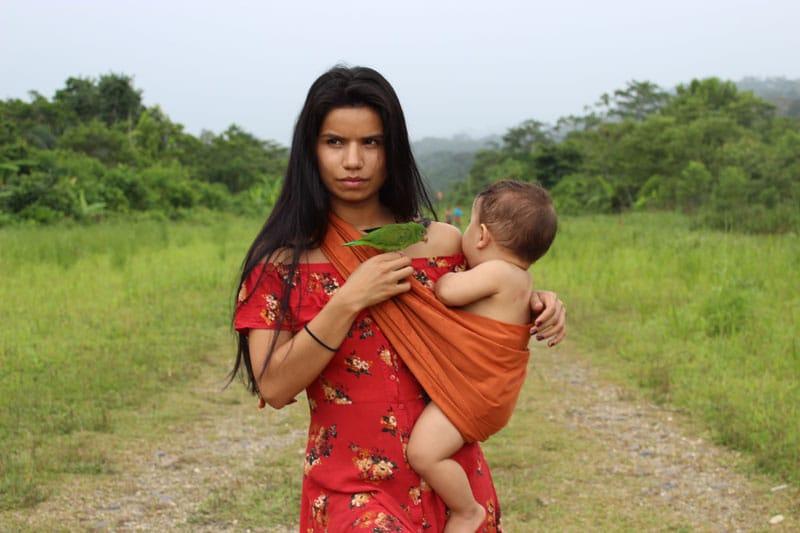 Η Nina Gualingaπροστατεύει τον Αμαζόνιο ενάντια στις πετρελαιοβιομηχανίες