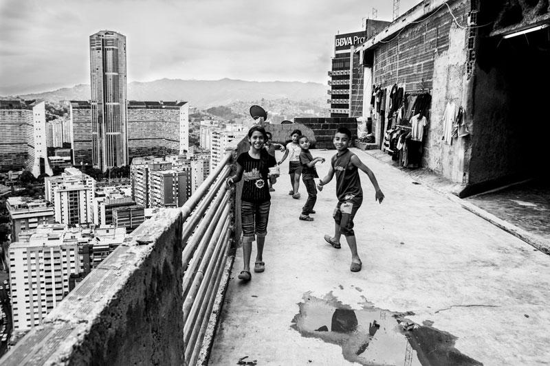 Ουρανοξύστης στο Καράκας φιλοξενεί 3.000 αστέγους-naturanrg