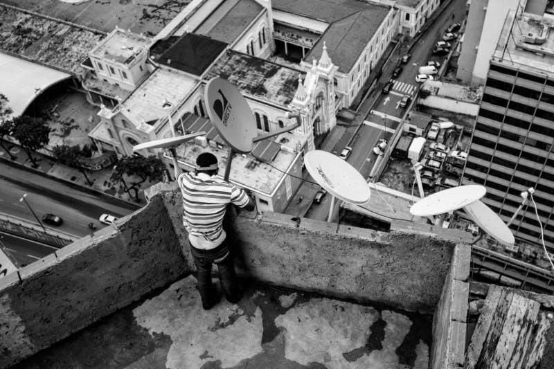Ουρανοξύστης-παραγκούπολη στο Καράκας φιλοξενεί 3.000 αστέγους-naturang