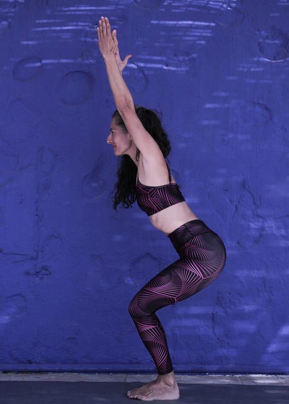 yoga-woman-blu