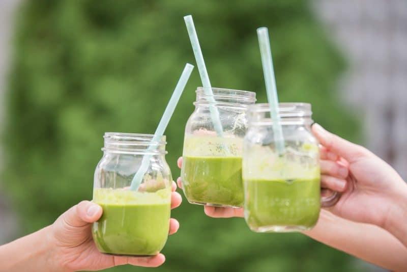 tria-potiria-xymo-celery