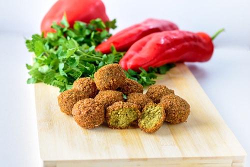falafel-piperies-prasina-myrodika