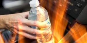 Γιατί δεν πρέπει να αφήνετε ποτέ μπουκάλια με νερό στο αυτοκίνητο;