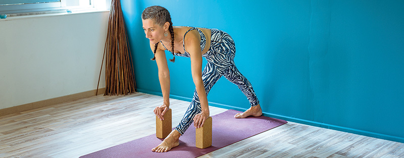 gynaika-yoga-Parsvottanasana