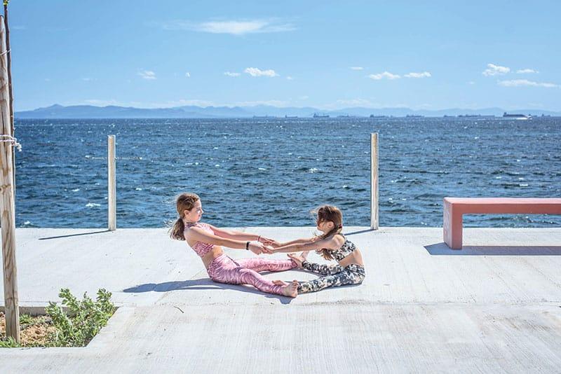yoga-paidia-to-anakatema-tis-katsarolas