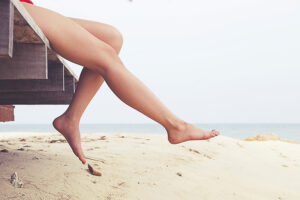 Βαριά, κουρασμένα, πρησμένα πόδια το καλοκαίρι